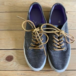 Vans Low Top Sneakers